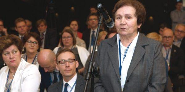 Mnożenie przez cztery 372 delegatów z całej Polski, w tym 27 z Lubelszczyzny, reprezentujących ponad 180-tysięczne grono lekarzy i lekarzy dentystów, w dniach 13-14 maja 2016 roku uczestniczyło w Nadzwyczajnym XIII Krajowym Zjeździe Lekarzy w Warszawie.