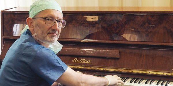Przy samowarze graliśmy… rock'n'rolla z torakochirurgiem Januszem Jendrejem z Kliniki Chirurgii Klatki Piersiowej w SPSK 4 w Lublinie, pasjonatem muzyki i instrumentów klawiszowych, rozmawia Anna Augustowska