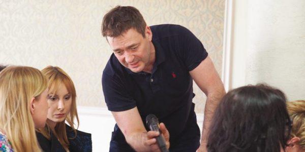 Akademia komunikacji z Jackiem Rozenkiem, aktorem i trenerem biznesu, który poprowadził szkolenie dla lekarzy zorganizowane przez Komisję Kształcenia Medycznego w LIL, rozmawia Anna Augustowska