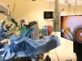 Od 20 lutego 2017 r. przez kilka tygodni w Klinice Okulistyki Ogólnej UM w Lublinie, kierowanej przez prof. Roberta Rejdaka, były wykonywane zabiegi operacyjne przy użyciu najnowszego systemu wizualizacji, określanego jako chirurgia 3D lub hades up surgery.