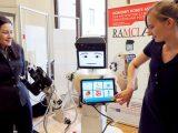 """W Klinice Neurologii SPSK4 wLublinie zaczął """"pracę"""" zchorymi prototyp robota, który pomaga osobom mającym problemy zpamięcią, łagodne zaburzenia poznawcze albo są we wczesnej fazie choroby Alzheimera."""