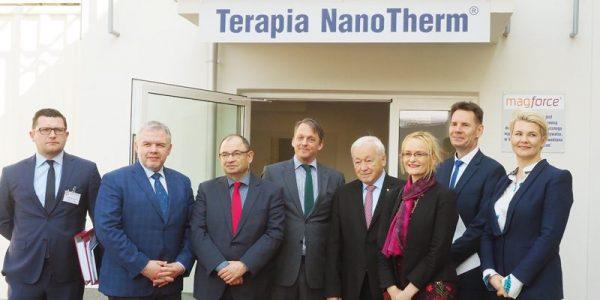 NanoTherm – niech pokona glejaka Ośrodek leczenia glejaków mózgu przy pomocy nowoczesnej metody – terapii nanotermicznej – został na początku kwietnia otwarty wLublinie.