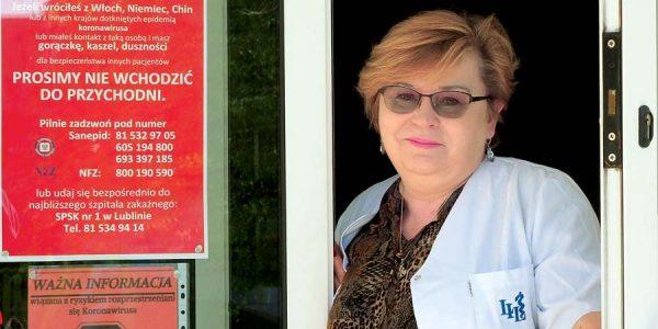 Każdy pacjent może być zarażony Wioletta Szafrańska‑Kocuń: Odpołowy marca zamknęliśmy drzwi naszych przychodni izachęcamy pacjentów doteleporad. Głównym powodem takiej decyzji był brak środków ochrony osobistej.