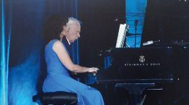 Małgorzata Strycharz‑Dudziak:Jeszcze przed utratą słuchu, brałam pod uwagę nie tylko studia muzyczne, ale też medyczne. Ostatecznie musiałam wykluczyć medycynę, gdyż wymaga używania stetoskopu. Dlatego zostałam lekarzem stomatologiem.