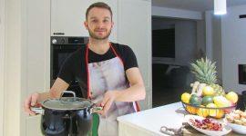 """Mateusz Szymański: Postanowiłem przyłączyć się dolicytacji, naktórą wystawiłem """"ciasto niespodziankę"""". Osiągnęło cenę 210zł, która tokwota została przekazana narzecz WOŚP."""