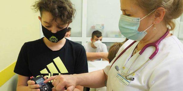 Cukrzyca u dzieci – konieczna czujność Iwona Beń‑Skowronek: Wśród pacjentów dominują dzieci po 10 roku życia. Jednak największy wzrost liczby zachorowań dotyczy najmłodszych dzieci od 0 do 5 roku życia.