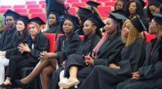 Pielęgniarki z dyplomami